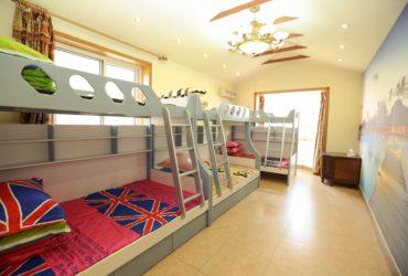 łóżko piętrowe z biurkiem