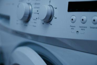 aranżacja małej łazienki z pralką