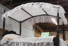 łóżko z baldachimem