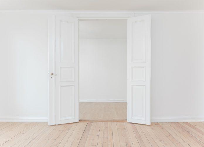 drzwi przesuwne naścienne