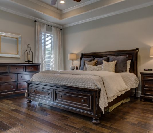 łóżko z pojemnikiem