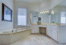 łazienka biało szara