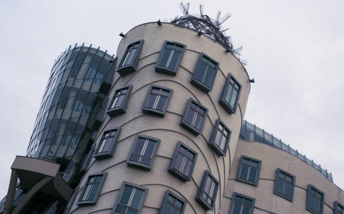 krzywy domek