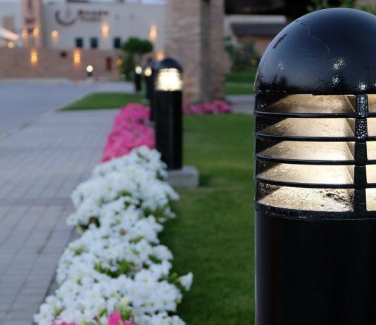 lampa zewnętrzna z czujnikiem ruchu