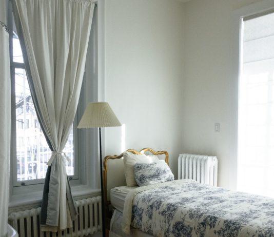 mała sypialnia w bloku