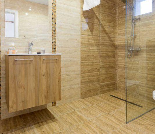 Płyty prysznicowe, czyli prosty sposób na modernizację łazienki