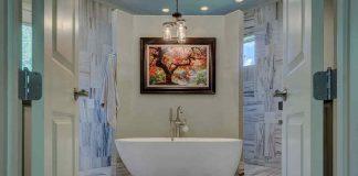 Aranżacja łazienki w stylu minimalistycznym – płytki Cersanit