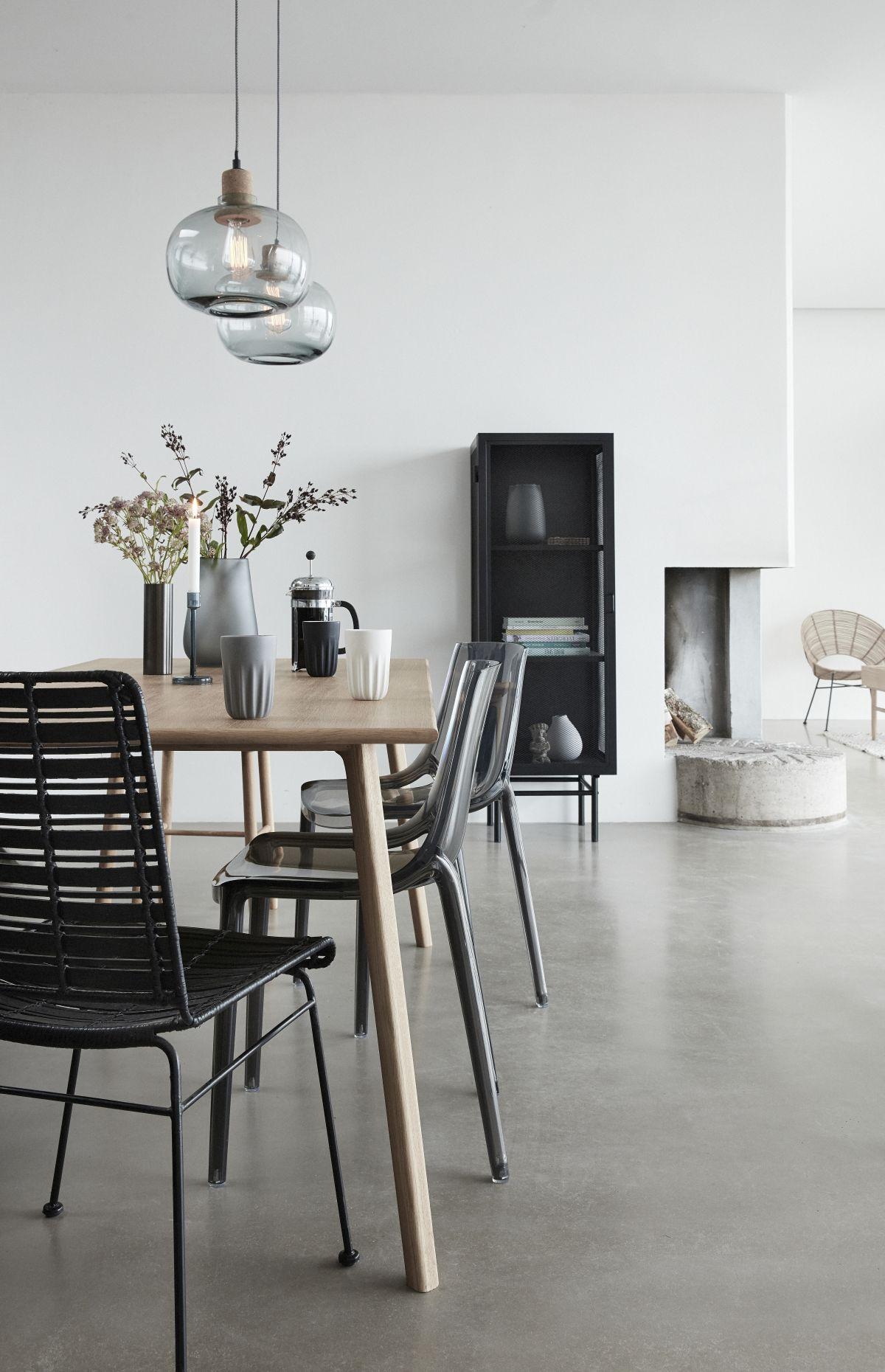 stol-do-jadalni-w-stylu-skandynawskim-hubsch-kolekcja-wiosna-lato-2018
