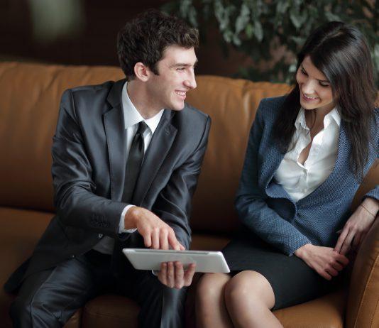 Dlaczego warto kupić sofę do biura?