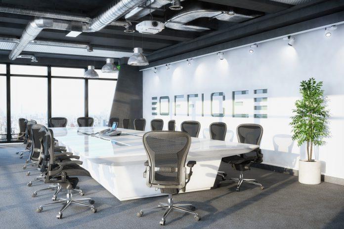 Jak urządzić salę konferencyjną? Podstawowe elementy umeblowania