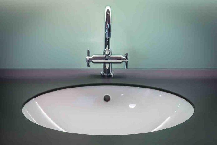 Wytapetowane łazienki, czyli estetyka w praktycznym wydaniu