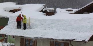 Odśnieżanie dachu zimą - czy to jest konieczne