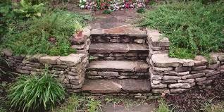 kamien-naturalny-w-ogrodzie-2