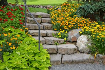 schodki-granitowe-w-ogrodzie
