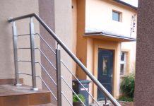 Balustrady wejściowe do budynku