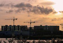 Nowe mieszkanie w centrum czy na obrzeżach – dlaczego warto wybrać to drugie?