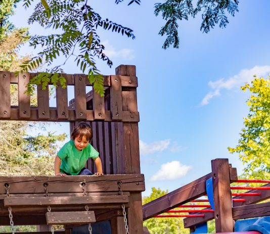 Ogrodowy plac zabaw nie musi być drogi