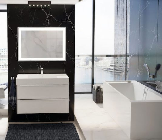 Nowoczesna łazienka z prostokątną wanną – jakie rozwiązania warto wziąć pod uwagę?