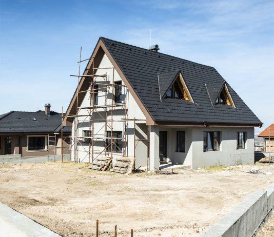 Montaż ogrodzenia betonowego - etapy budowy