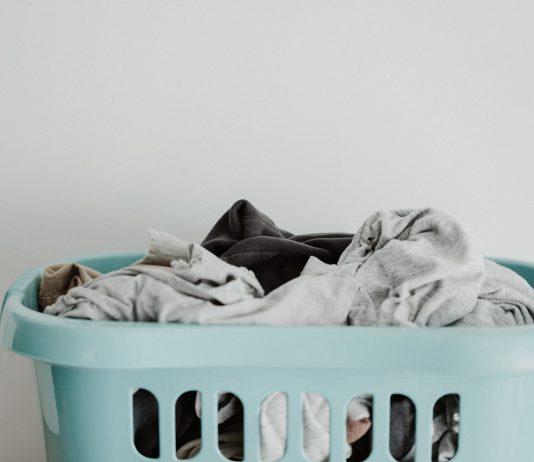 Sposoby na suszenie ubrań w małym mieszkaniu