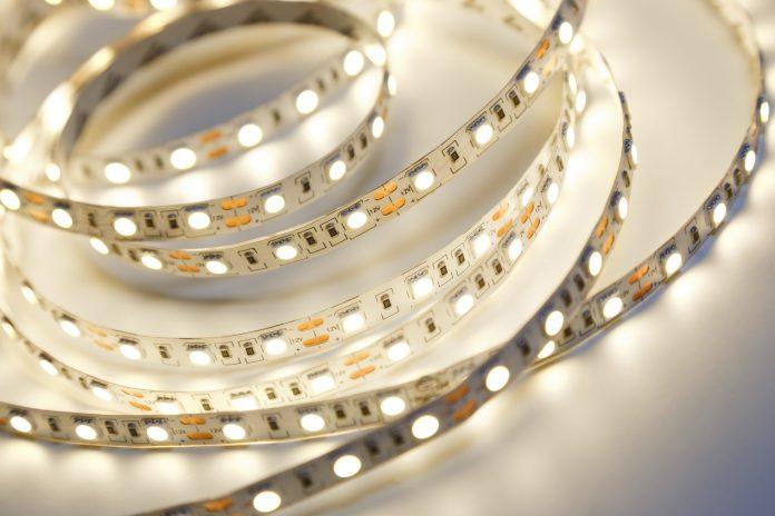 Jak można wykorzystać nowoczesne taśmy LED w aranżacji wnętrz?